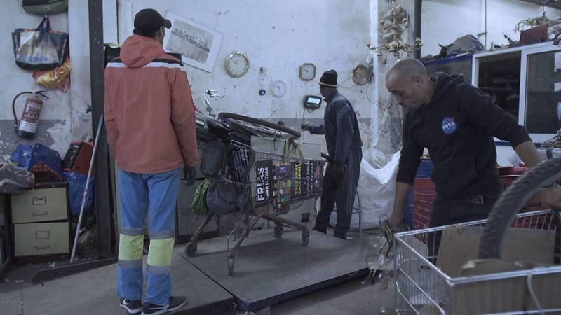 """El documental """"Salir del paso"""" narra la situación de los chatarreros en Barcelona"""