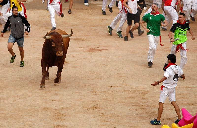 Un toro colorado rezagado ha retrasado la finalización del encierro.