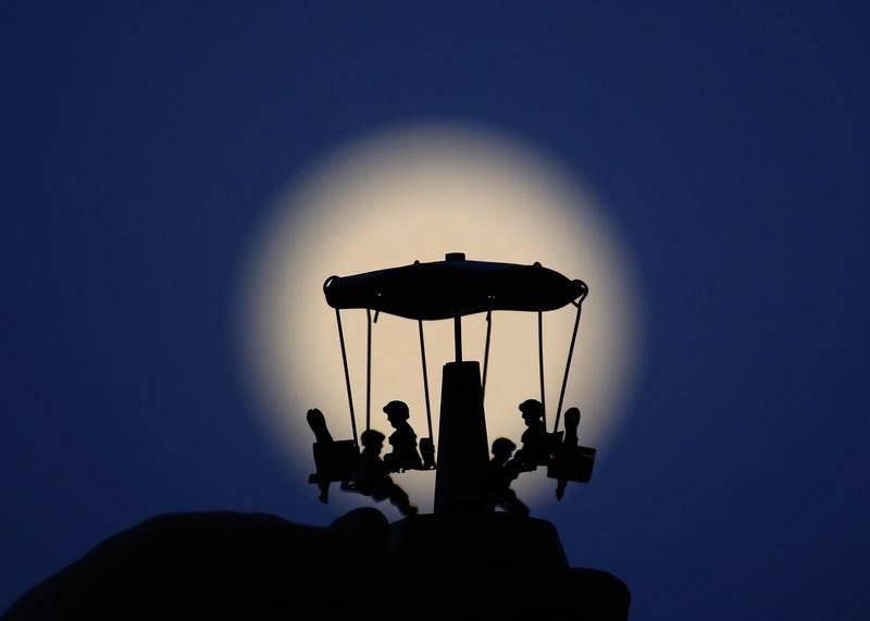El eclipse parcial de luna, en imágenes