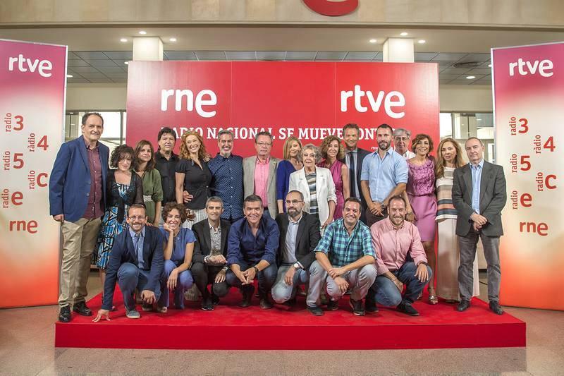 Foto de familia en la presentación de la nueva temporada de Radio Nacional