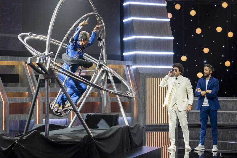Pedro Duque, de nuevo con el uniforme de la Agencia Espacial Europea, en un giroscopio