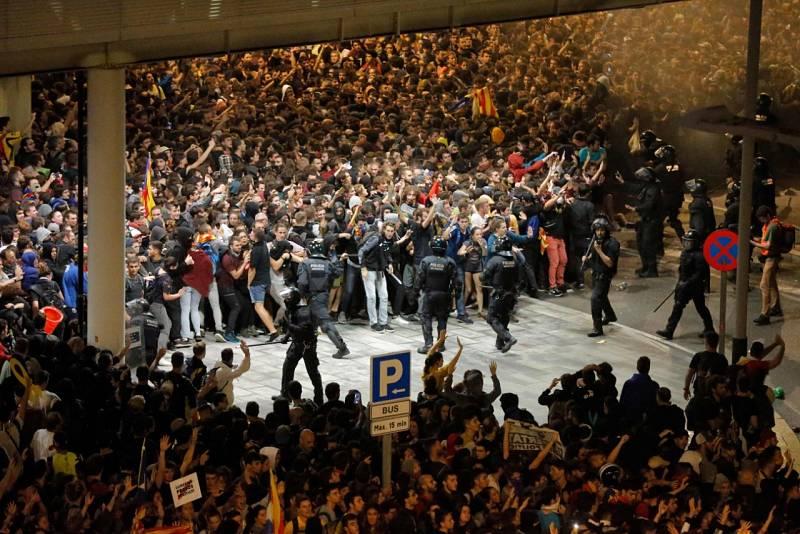 Manifestants a l'Aeroport Josep Tarradelles del Prat