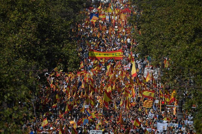 El Passeig de Gracia lleno de manifestantes en contra del 'procés'