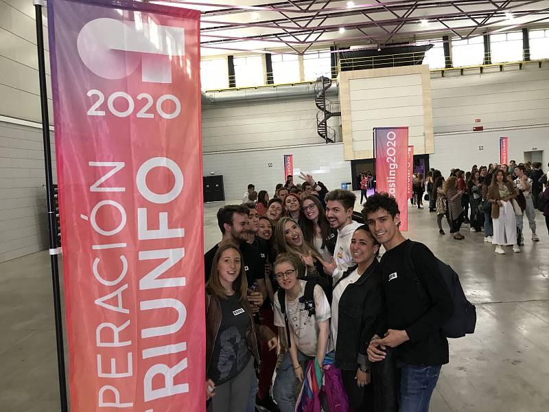 Los aspirantes del casting de OT en Barcelona llevan toda la mañana esperando este momento, preparados para la fase 1