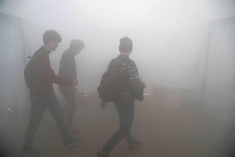 """Interior de un """"iglú"""" donde se simula la polución de diferentes ciudades dentro de la cumbre del clima."""