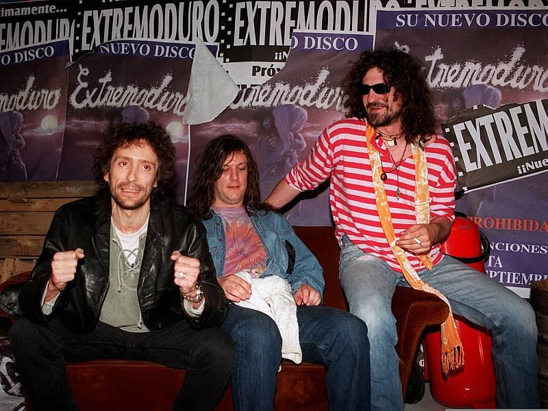 """La banda, durante la presentación de su álbum """"Canciones prohibidas"""" en septiembre de 1998. El encuentro se hizo en la habitual casa """"okupa"""" de la calle Marqués de Monteagudo de Madrid."""