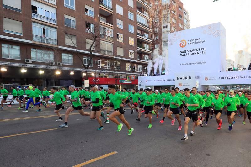 Más de 42.000 corredores toman la salida en la San Silvestre Vallecana.