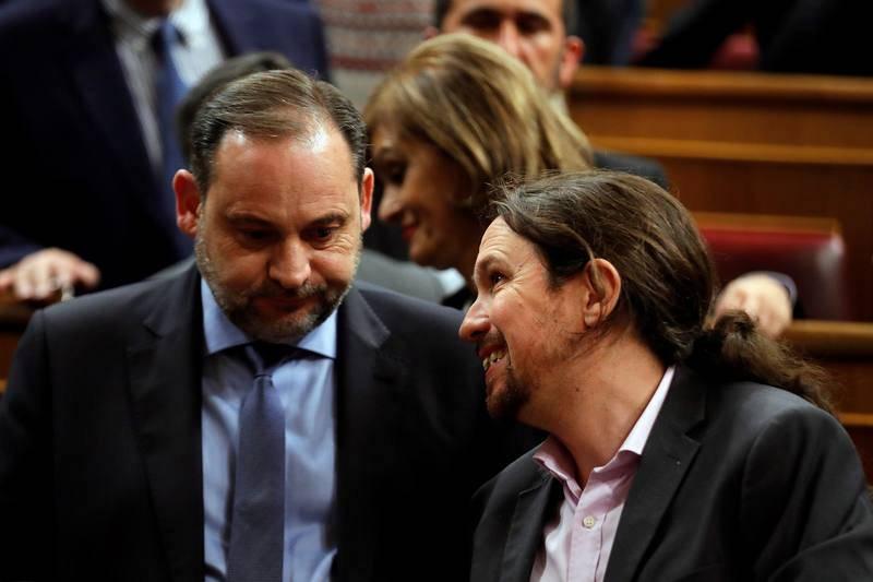 El lider de Podemos, Pablo Iglesias, junto al ministro de Fomento en funciones, José Luis Ábalos