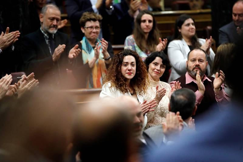 La diputada de En Comú Podem Aina Vidal, aplaudida por el Congreso