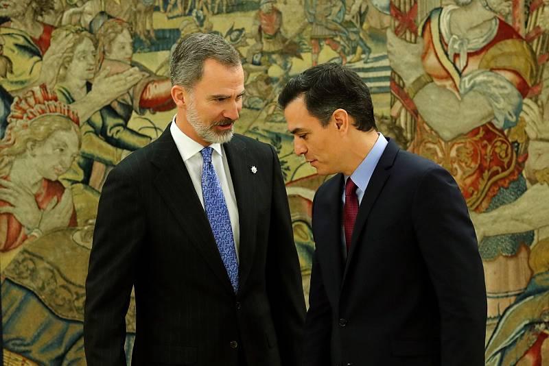 El presidente del gobierno Pedro Sánchez, promete su cargo ante el rey Felipe VI.