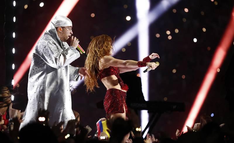 Bad Bunny y Shakira en el medio tiempo de la Super Bowl
