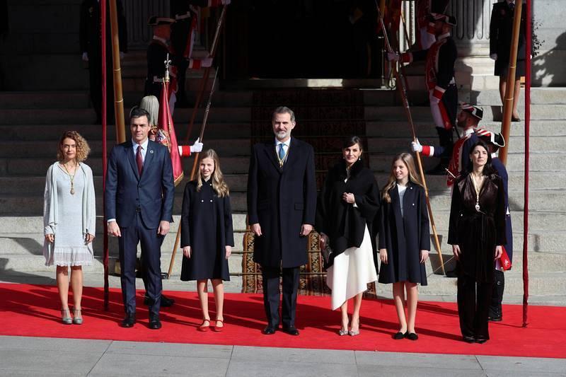 Los reyes acompañados por la princesa Leonor y la infanta Sofía, la presidenta del Congreso, Maritxel Batet, el presidente del Gobierno, Pedro Sánchez y la presidenta del Senado, Pilar Llop.