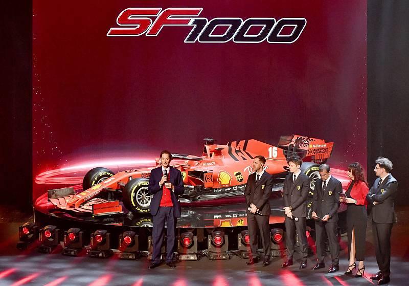 John Elkann en la presentación de Ferrari
