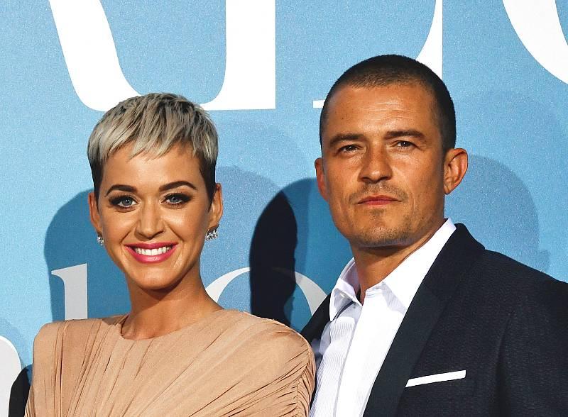 Katy Perry y Orlando Bloom posan ante los fotógrafos en 2018