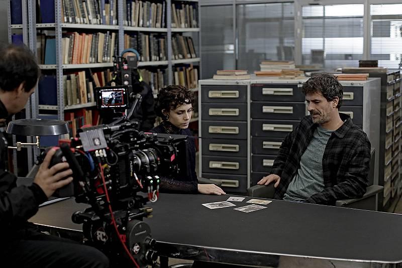 Amelia y Julián en los archivos