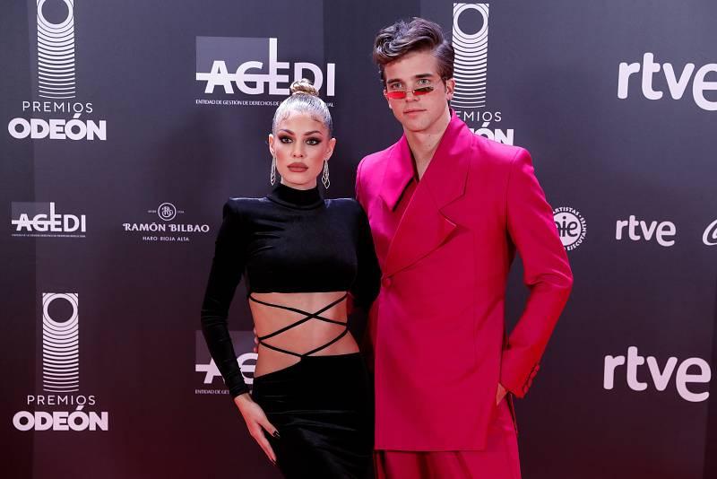 Jessica Goicoechea y River Viiperi posando juntos el pasado 20 de enero en los premios Odeón de la música.