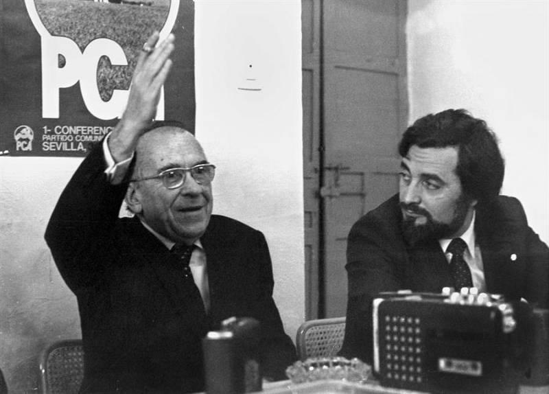 Julio Anguita y Santiago Carrillo en 1982