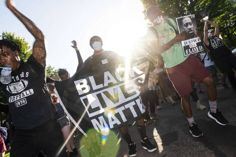 Los manifestantes se dirigen hacia e Capitolio en protesta por la muerte de George Floyd a manos de un agente.