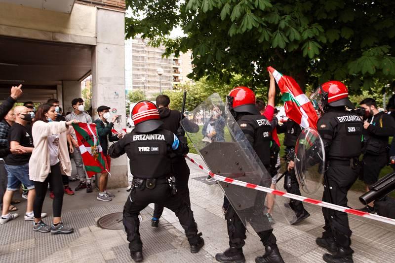 Dos detenidos y varios identificados en el cierre de campaña Vox en Euskadi