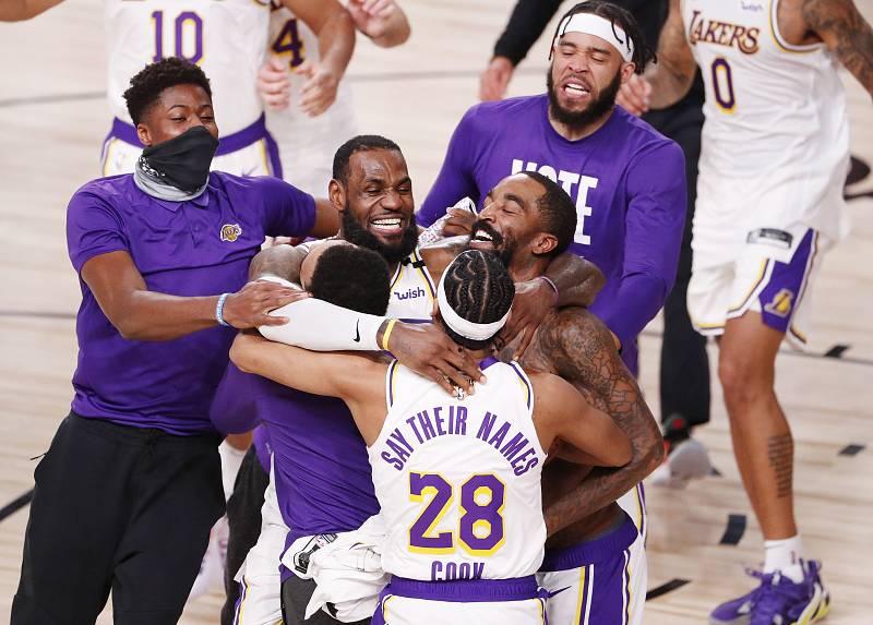 Los Angeles Lakers celebran el triunfo ante Miami Heat