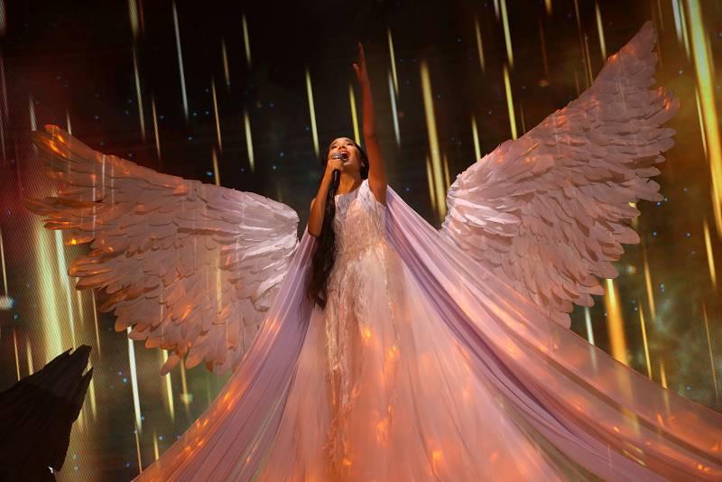 Karakat Bashanova de Kazajistán canta 'Forever'