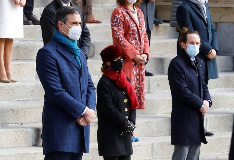 El presidente del Gobierno, Pedro Sánchez, la vicepresidenta Primera, Carmen Calvo, y el vicepresidente segundo, Pablo Iglesias