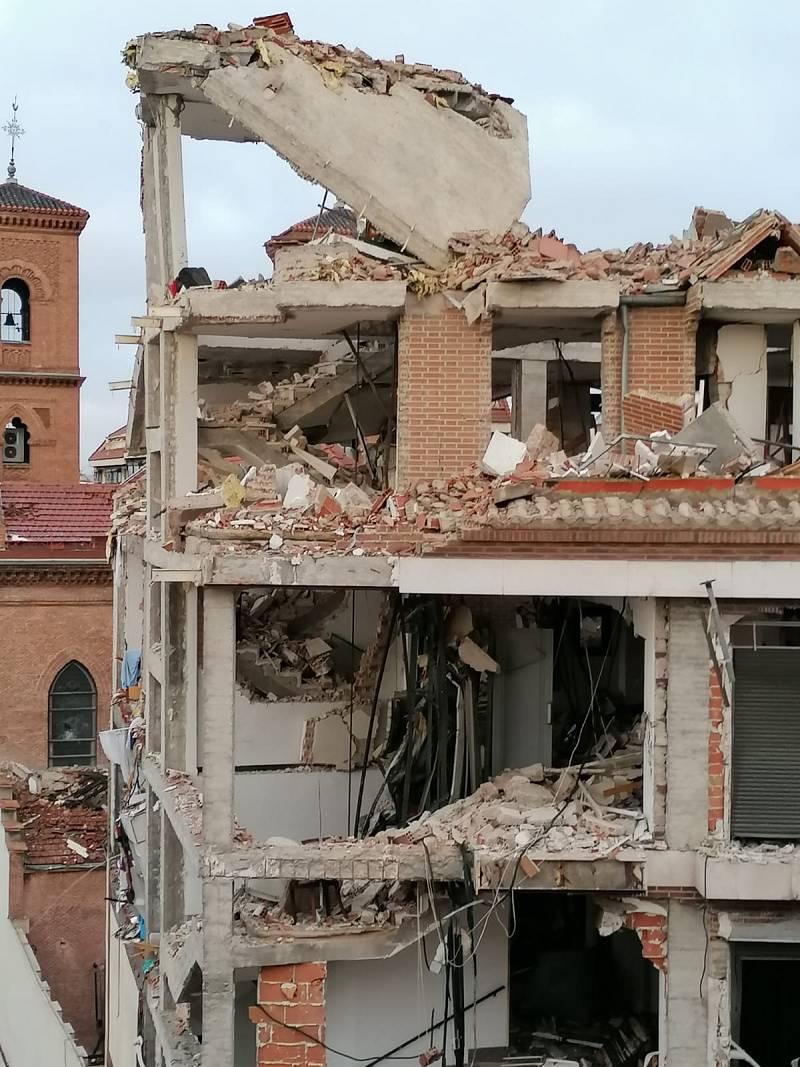 Cuatro plantas del edificio, reducidas a escombros