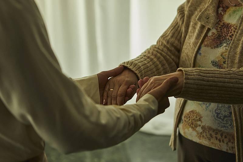 Blas Cantó rinde homenaje a su abuela en el videoclip de 'Voy a quedarme'
