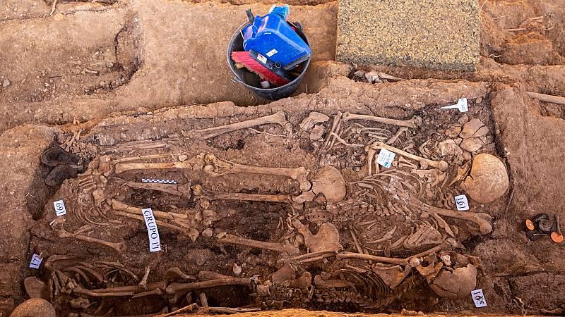 Restos óseos de la fosa común de Pico Reja en el cementerio de San Fernando de Sevilla.