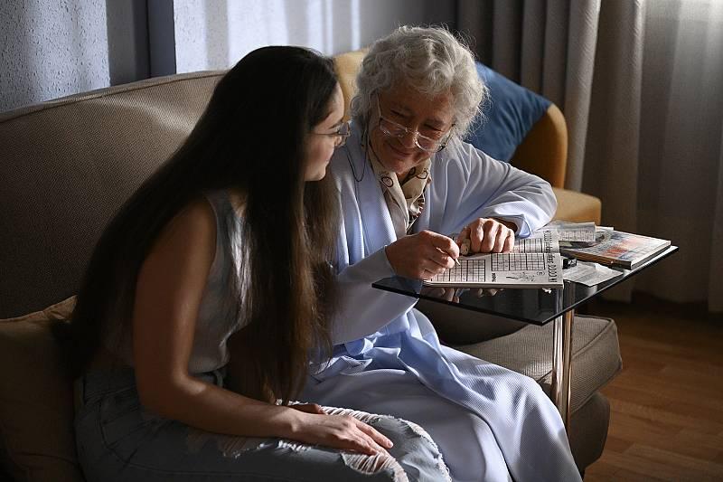 Mercedes con su nieta