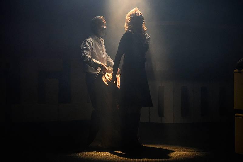 Antonio y Mercedes se apuntan a clases de baile