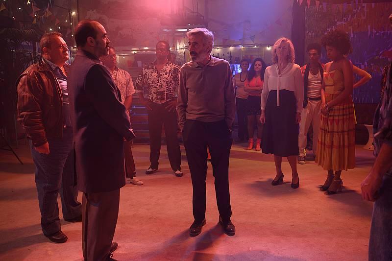 Antonio y Mercedes asisten a un incidente en la clase de baile