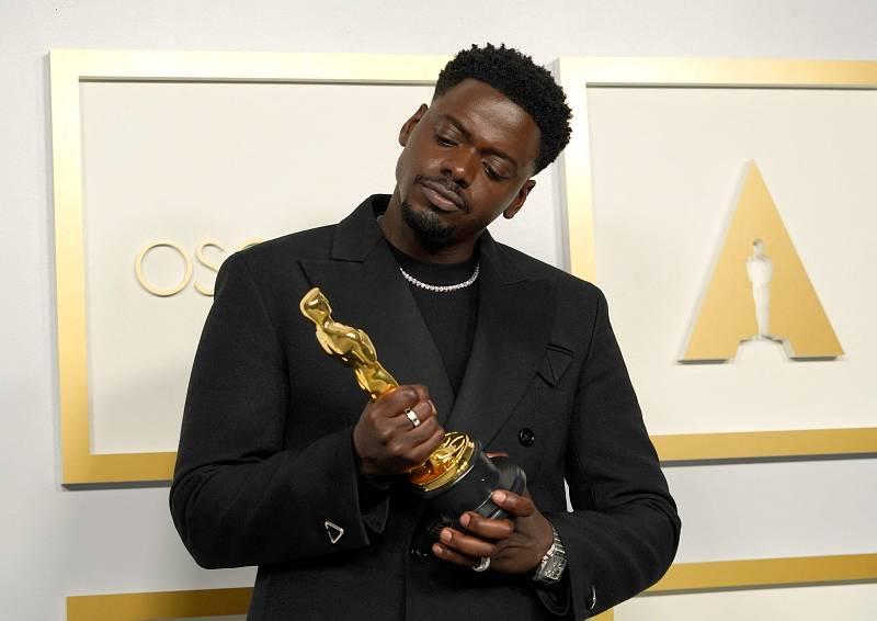 Daniel Kaluuya, ganador del premio al mejor actor en un papel secundario por 'Judas y el Mesías Negro'