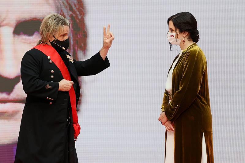 Isabel Díaz Ayuso, hace entrega de la Gran Cruz de la Orden del Dos de Mayo al músico Nacho Cano.