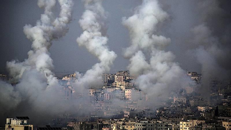 Unos misiles dejan una estela en su salida de Gaza