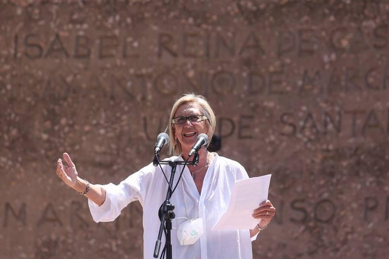 Rosa Díezdurante su intervención en la concentración convocada por la plataforma Unión 78 en la Plaza de Colón de Madrid
