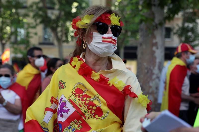 Una asistente a la concentración convocada por la plataforma Unión 78 en la Plaza de Colón de Madrid
