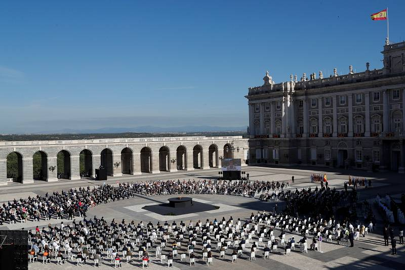Vista general del acto de homenaje de estado a las víctimas de la pandemiaen la Plaza la Armería del Palacio Real en Madrid.