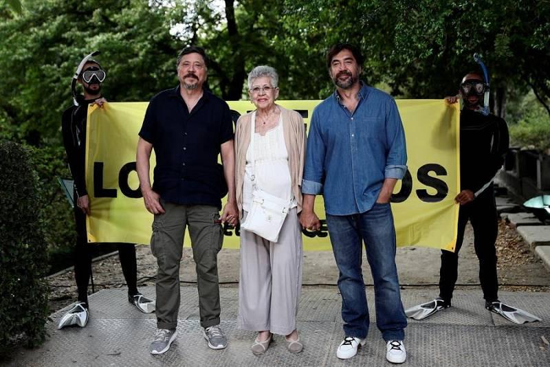 Carlos, Javier y Pilar Bardem durante un photocallorganizado por Greenpeace