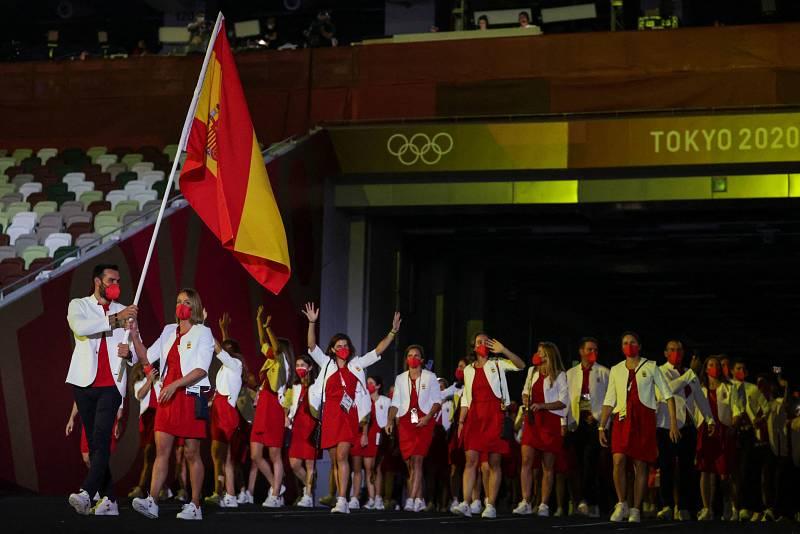 Saúl Craviotto y Mireia Belmonte se han convertido en los primeros abanderados españoles en portar la bandera de forma simultánea