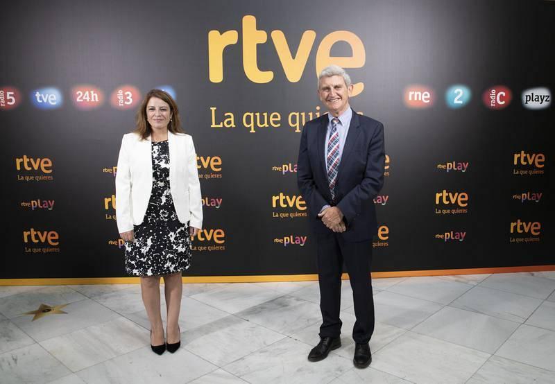 Adriana Lastra (PSOE) junto al presidente de RTVE, José Manuel Pérez Tornero