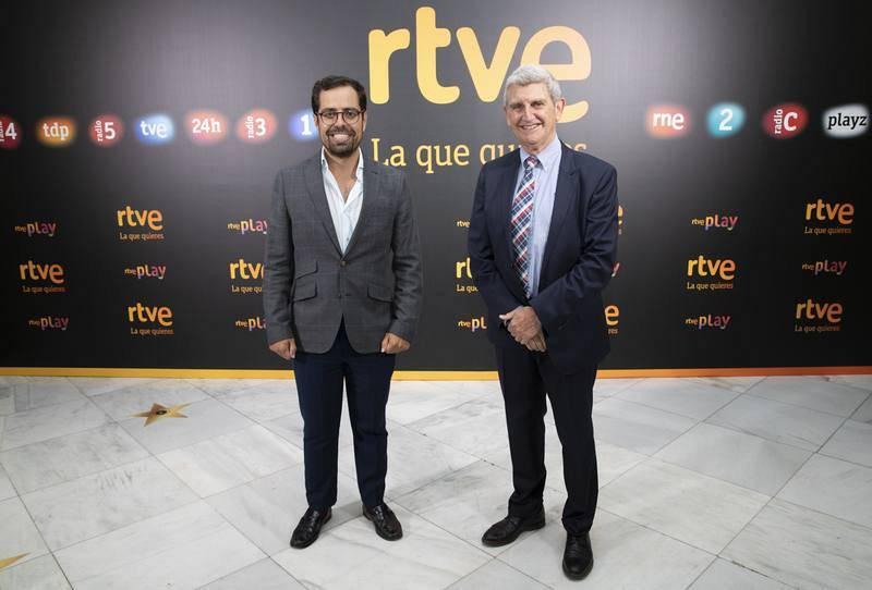 Eduardo Carazo (PP) junto al presidente de RTVE, José Manuel Pérez Tornero