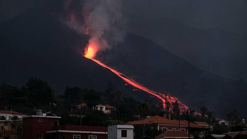 La erupción volcánica de La Palma ha empezado a lanzar lava a gran velocidad y virulencia