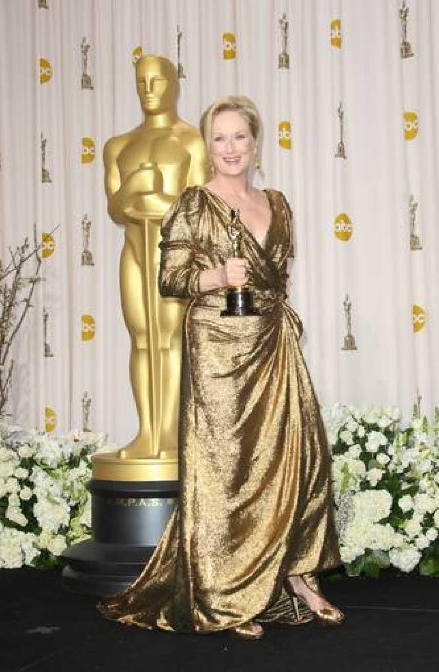 Meryl Streep con el Oscar que logró en 2012 por su papel en La Dama de Hierro.