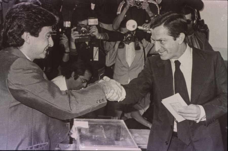 Adolfo Suárez votando en las primeras elecciones de junio de 1977