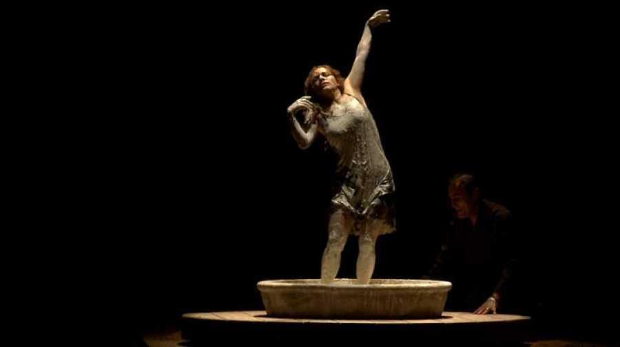 El espectáculo 'Cuando yo era' refleja la visión de Eva Terbabuena sobre la tragedia que hizo que en España los niños quedaran huérfanos y heridos por el sinsentido y la barbarie de la Guerra Civil.