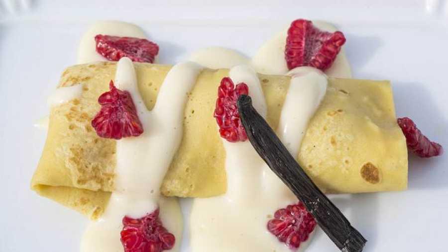 Crepes con nata y frambuesa