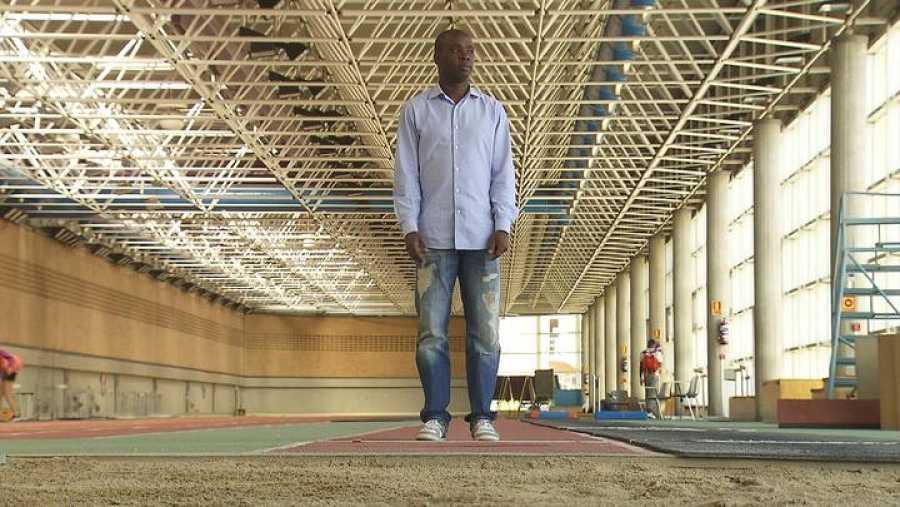 Exsaltador de longitud. Logró el bronce en los JJOO Atenas 2004.