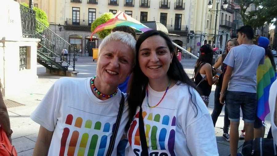 Ana y Gema, el pasado sábado en la manifestación del orgullo gay en Segovia