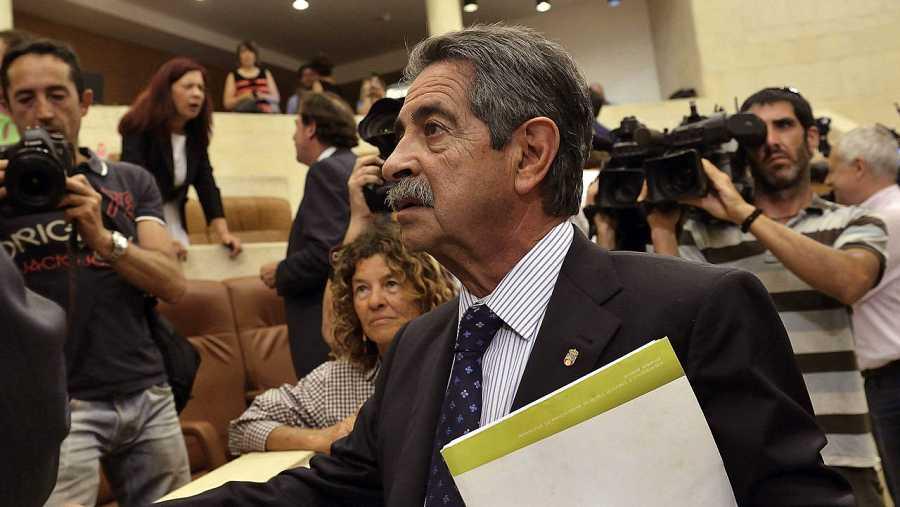 El candidato a la Presidencia de Cantabria Miguel Ángel Revilla, en el debate de investidura